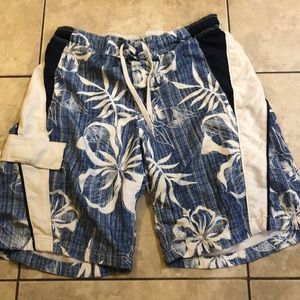 Men's swim trunks size medium 32-34